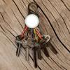 NITE IZE - Brelok do kluczy, Znacznik świetlny-latarka, 6 karabinków karabinki