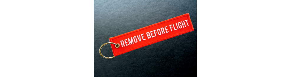 REMOVE BEFORE FLIGHT / Breloki Zawieszki